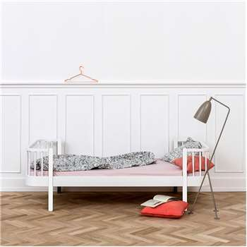 Contemporary Wood Single Kids Bed in White (69 x 207cm)