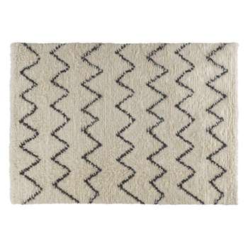 Flokati Large cream and black zig zag rug 170 x 240cm