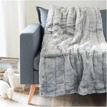 HARMONY faux fur throw in grey (150 x 180cm)