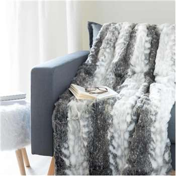 LYNX faux fur throw in grey (180 x 150cm)