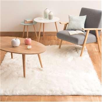OUMKA faux fur rug in white (140 x 200cm)
