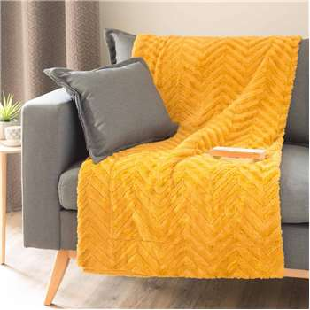 PEARSON faux fur throw in mustard (130 x 170cm)