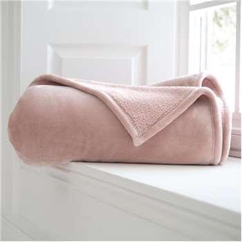 Plush throw pink (H200 x W150cm)