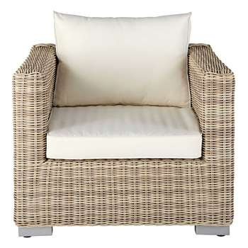 SARDAIGNE Garden armchair in beige resin wicker with ecru cushions (85 x 85cm)