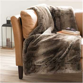 SHEFFORD faux fur blanket in brown (150 x 180cm)