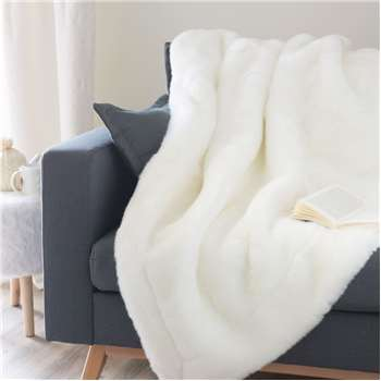 SNOWDOWN faux fur blanket in white (150 x 180cm)