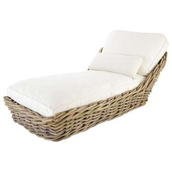 ST TROPEZ Garden chaise longue in rattan with ivory cushions (65 x 94cm)