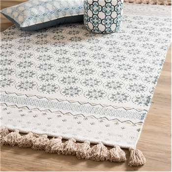 TOULON white cotton fringed rug with blue motifs (90 x 150cm)