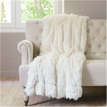Val Thorens VAL THORENS faux fur blanket in white (130 x 170cm)